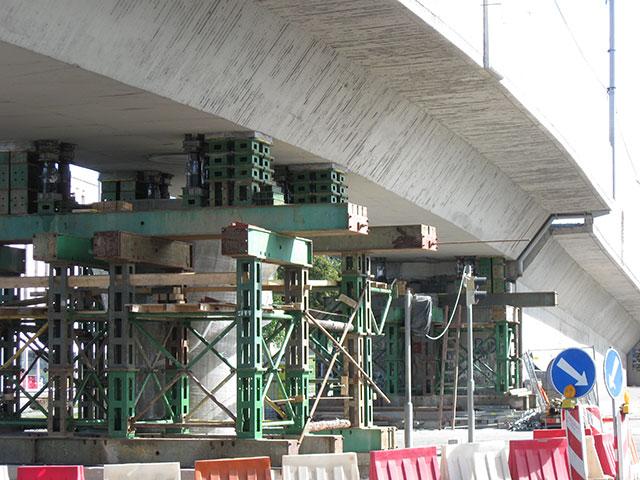 Podlévání mostních ložisek